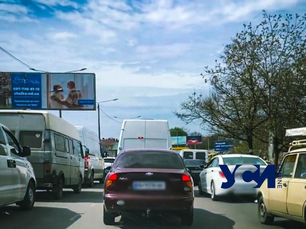На поселке Котовского огромные пробки – идет ремонт дороги (видео, аудио) «фото»