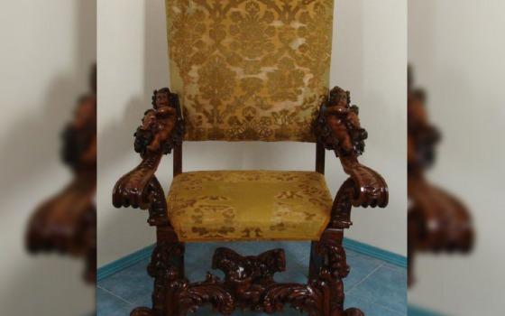 Старинное кресло вернули в Одесский музей после долгой реставрации (фото) «фото»
