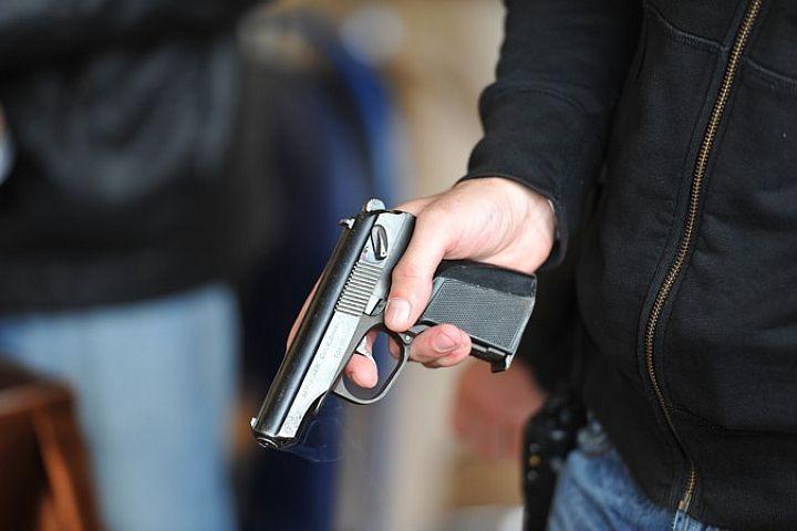 В центре Одессы грабитель с пистолетом напал на тату-магазин (фото) «фото»