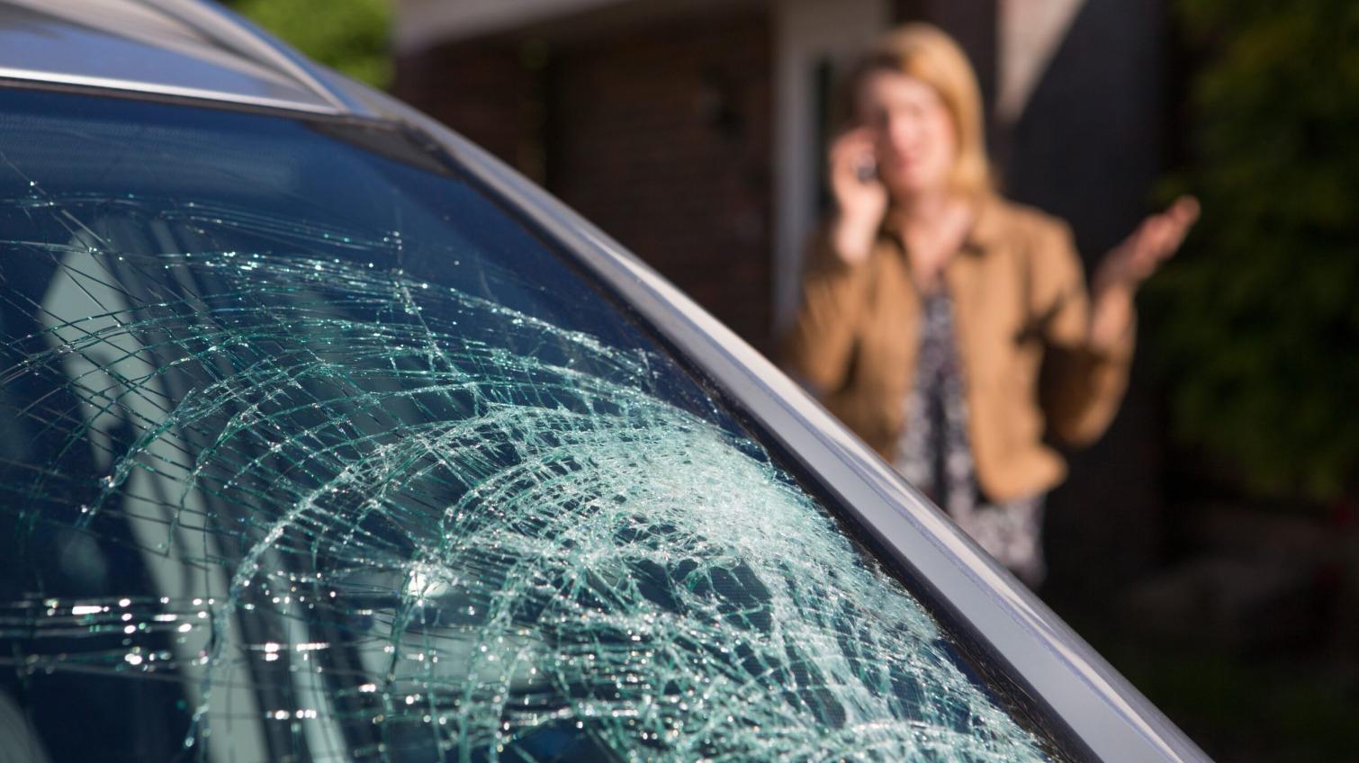 На Таирова трое парней разбили авто (фото) «фото»