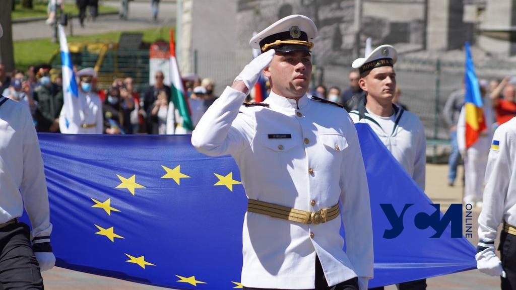 День Европы: в Одессе подняли флаг Евросоюза и разбили Еврогородок (фото) «фото»