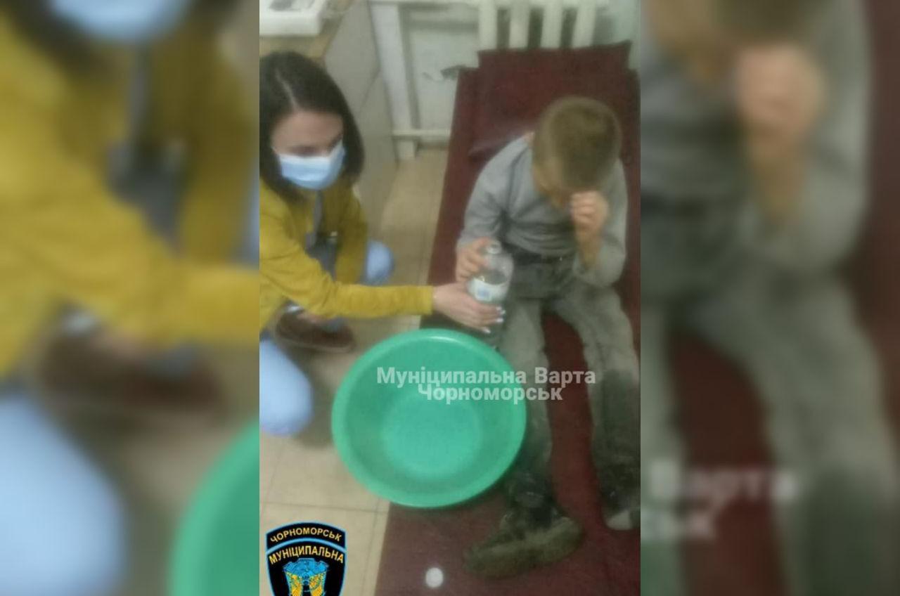 В Черноморске неизвестный спаивал водкой 9-летнего мальчика (фото) «фото»
