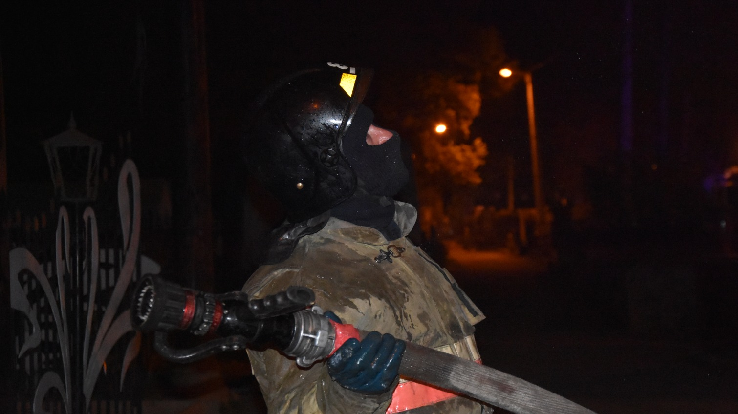 Пожар в здании на Еврейском кладбище унес жизнь бездомной женщины (фото) «фото»