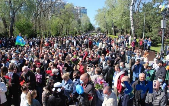На Аллее Славы возлагают цветы: есть первые конфликты (фото, видео) «фото»