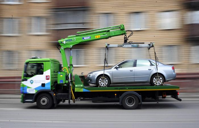 Хотел продать: в Одессе мужчина не смог угнать авто и вызвал эвакуатор «фото»