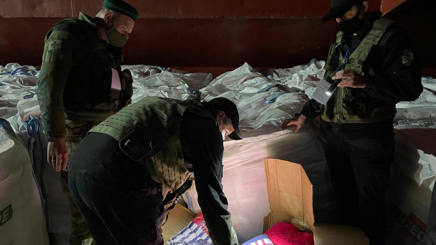 13 тонн контрабанды под видом цемента задержали одесские пограничники (фото, видео) «фото»