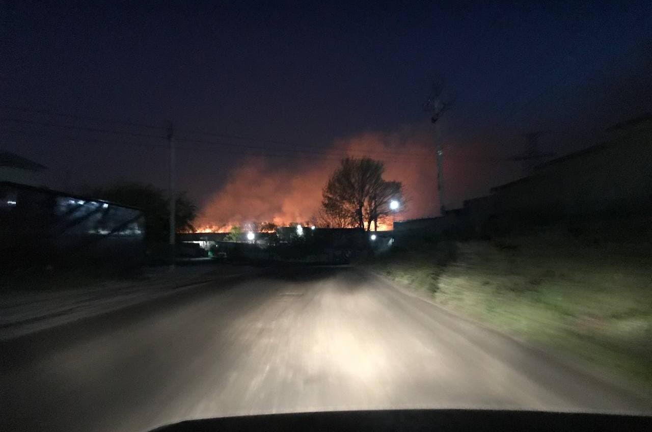 Большой пожар под Одессой: на полях орошения горит камыш (фото) «фото»