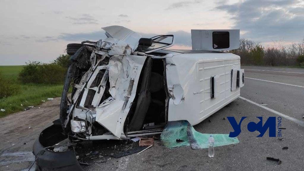 На трассе Одесса-Киев микроавтобус столкнулся с фурой: есть пострадавшие (фото) «фото»