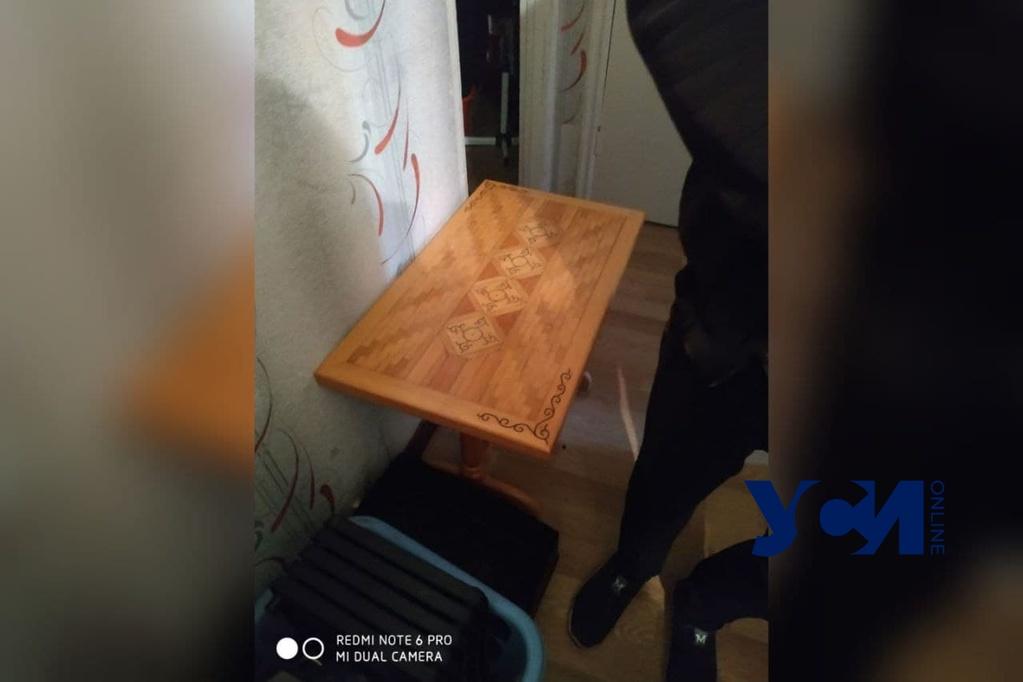 На поселке Котовского одессит присвоил соседский стол ручной работы (фото) «фото»