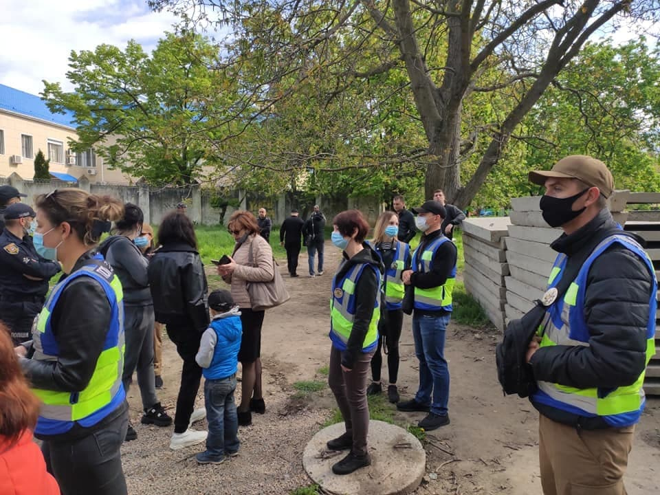 На Черемушках местные жители спорят с судом из-за земли (фото, видео) «фото»