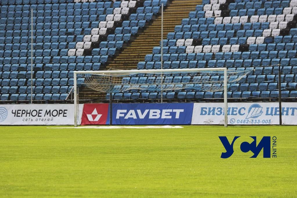 Секреты стадиона: как поле «Черноморца» готовят к футбольному сезону (фото) «фото»