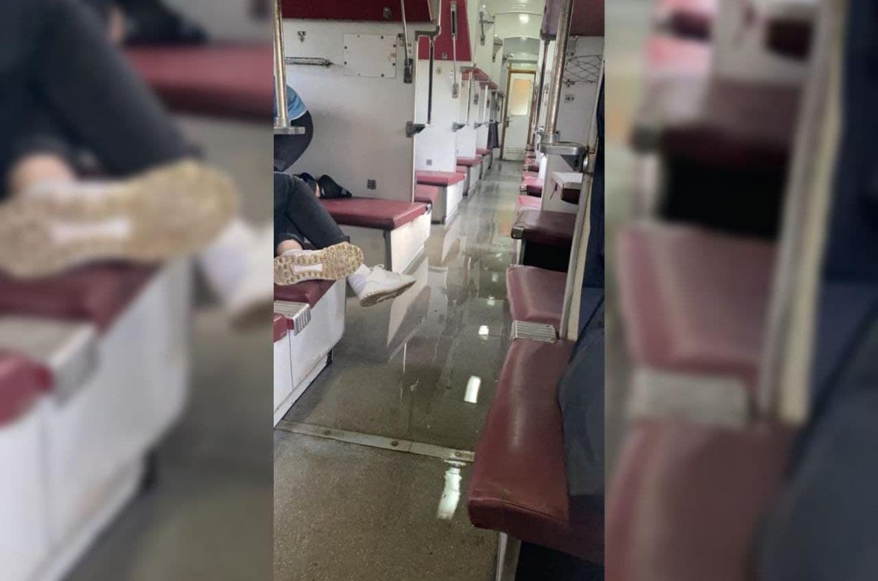 Затопленный вагон: в поезде Рахов-Одесса прорвало трубу (фото, видео) «фото»