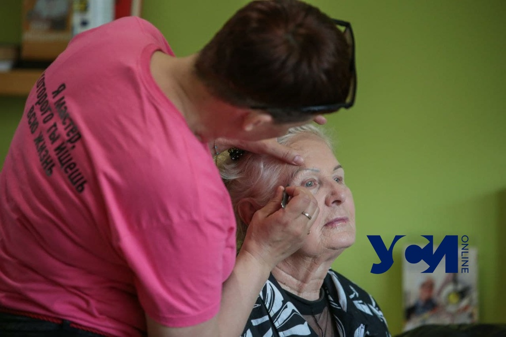 Одесские волонтеры устроили день красоты для бабушек (фото, аудио) «фото»