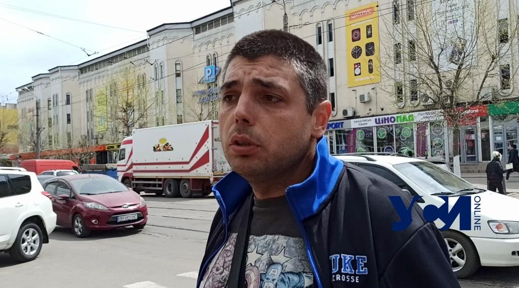 Возле Привоза торговцы цветами перекрывали улицу (фото, видео) «фото»