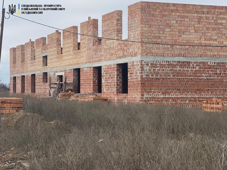 Предприниматели из Одессы присвоили 11 миллионов на строительстве казарм в Мариуполе (фото) «фото»