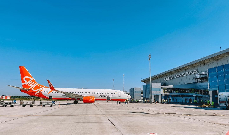 Новая взлетка Одесского аэропорта приняла первый рейс (фото) «фото»