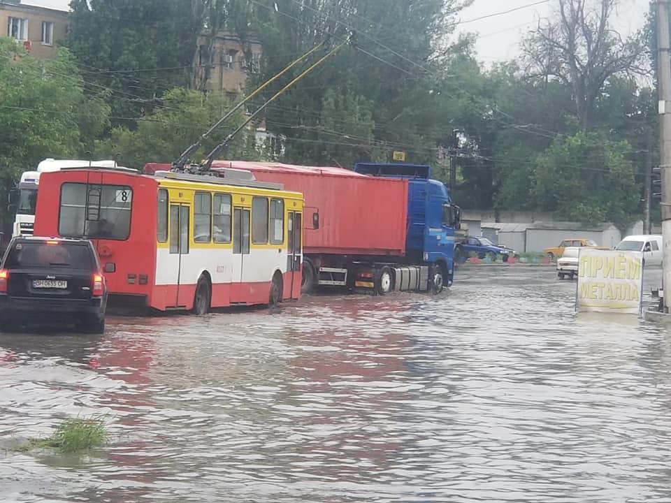 Потоп локального масштаба: в Одессе затопило две улицы (фото, аудио) «фото»