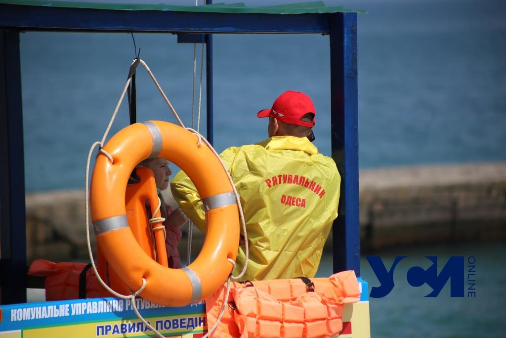 Отравление пиццей, пьяная школьница и заплывающие за буйки: одесские спасатели дежурят на пляжах (фото) «фото»