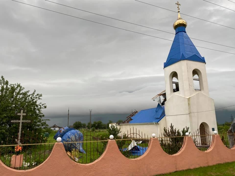 В Одесской области ветром сорвало купол церкви (фото) «фото»
