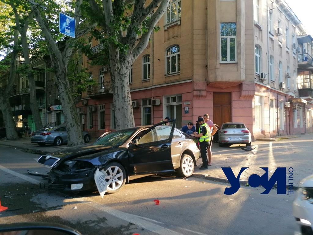 ДТП в центре Одессы: автомобиль влетел в здание (фото) «фото»