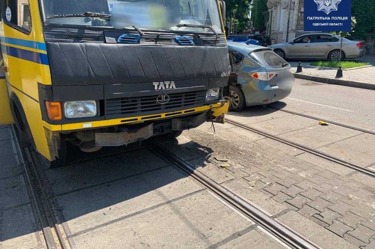 Не пропустила маршрутку: ДТП с пострадавшей в центре Одессы (фото) «фото»