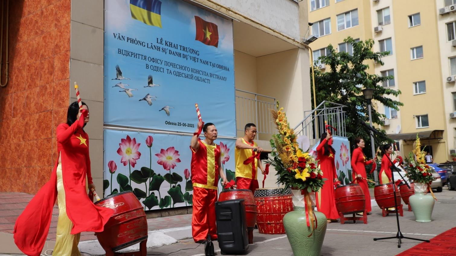 На улице Грушевского открыли почетное консульство Вьетнама (фото) «фото»