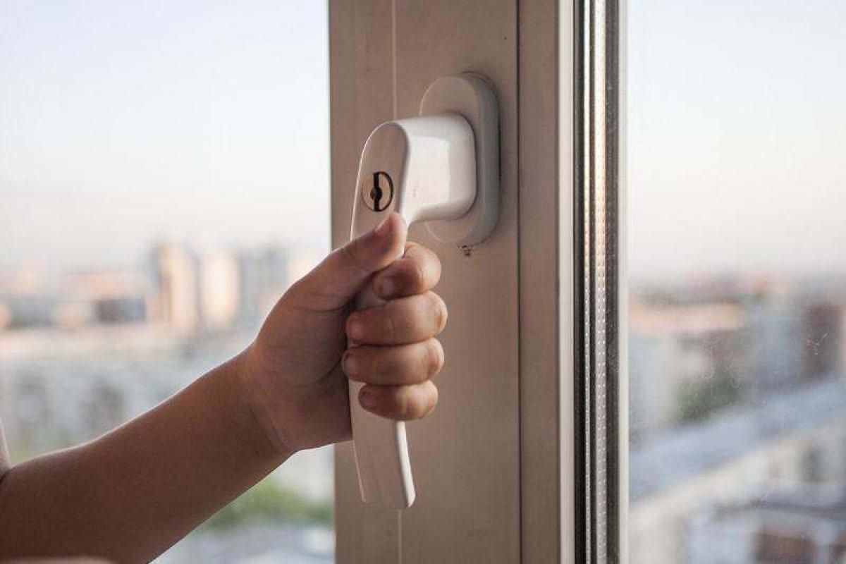 В Одессе с балкона девятого этажа выпала девочка «фото»