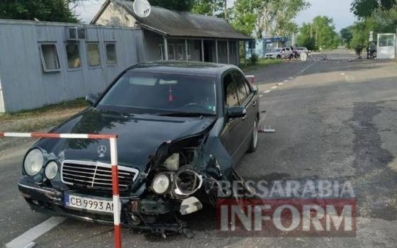 Пьяный коп из Болграда снес шлагбаум на границе с Молдовой (фото) «фото»
