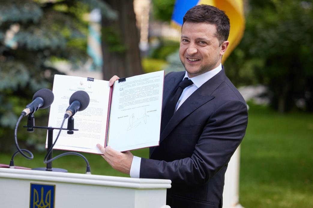 Президент Украины наградил одесских врачей ко Дню медработника «фото»