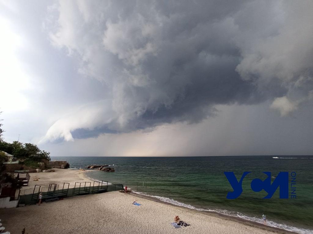 Снова дожди: одесситам обещают мрачную среду «фото»