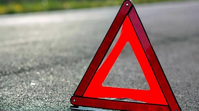 На дороге Кучурган-Захаровка машина влетела в дерево: пострадала девушка «фото»