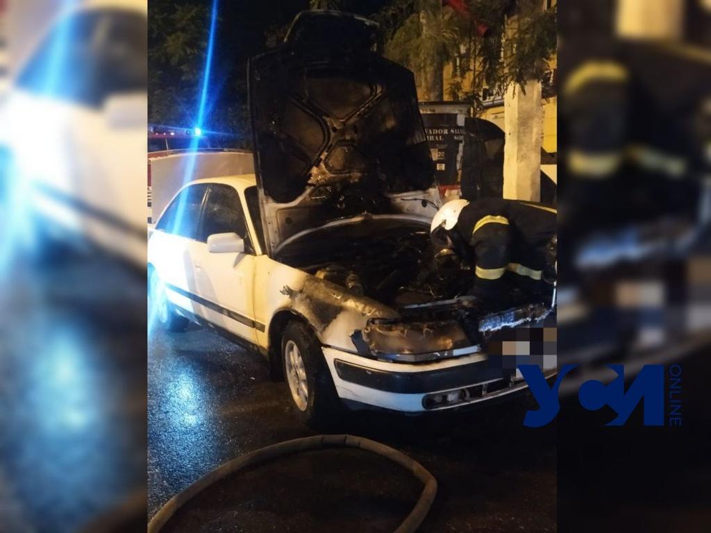 В центре Одессы на ходу загорелся автомобиль (фото) «фото»