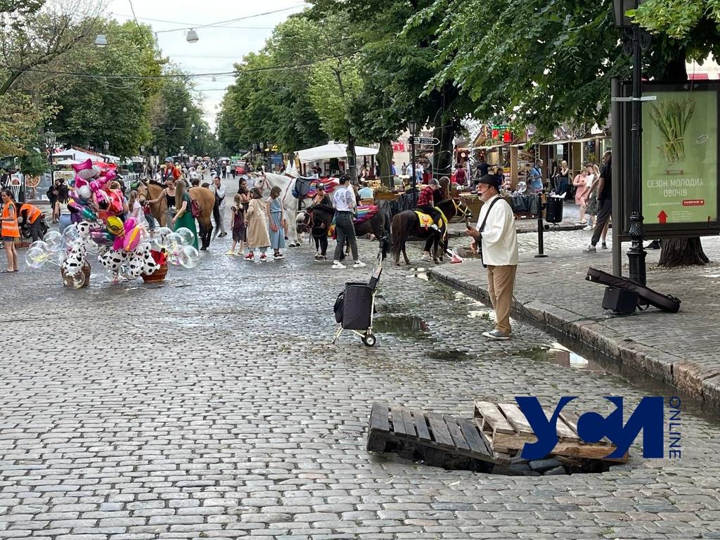 На Дерибасовской на скорую руку залатали провал (фото) «фото»