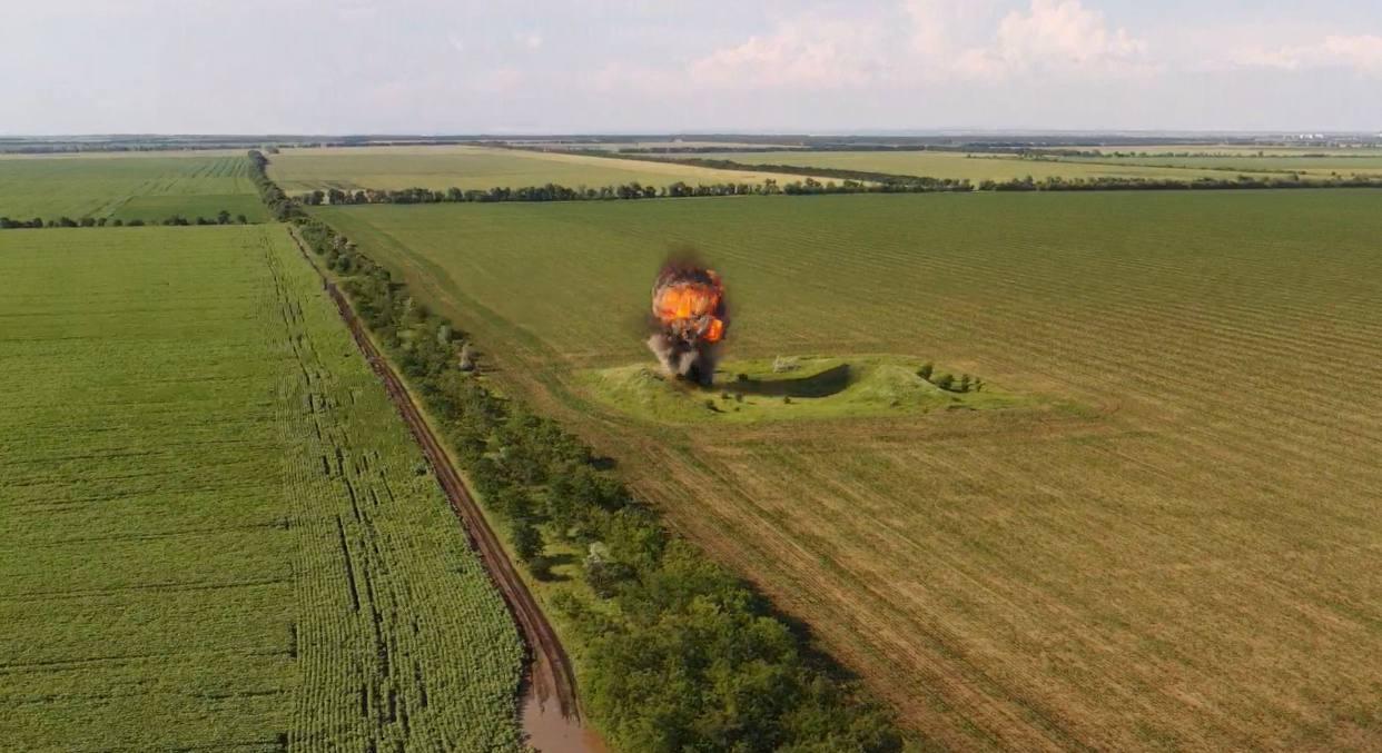 Под Одессой пиротехники взорвали арсенал времен Второй мировой (фото, видео) «фото»