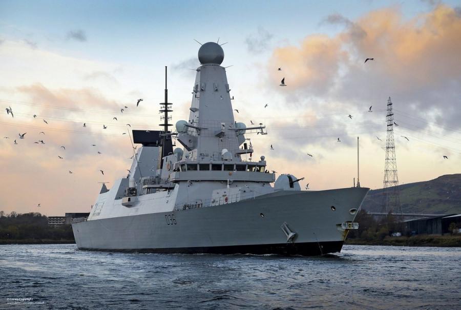 Инцидент с британским эсминцем Дефендер «фото»