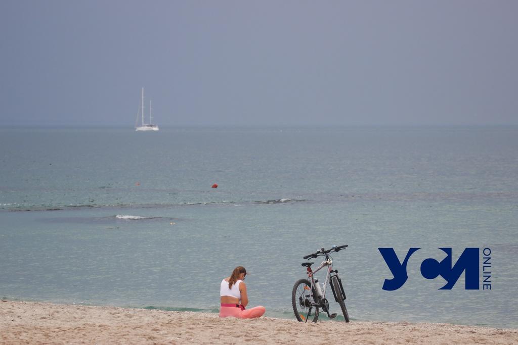 Пасмурное море и проблески солнца дождливым летом в Одессе (фото) «фото»