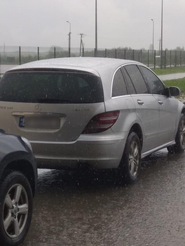 На румынской границе задержали Mercedes, который искал Интерпол (фото)