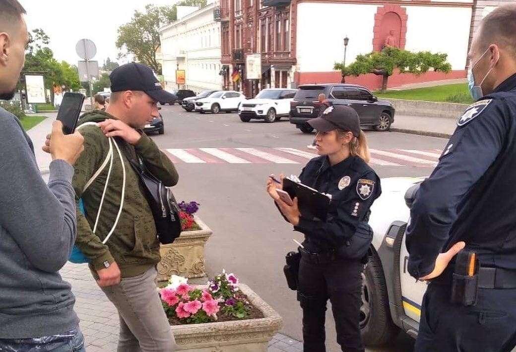 В Одессе накажут мужчину за жестокое обращение с голубями (фото) «фото»