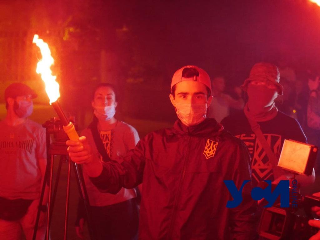 Одесские моряки жгли фаеры на акции против коррупции на Французском бульваре (фото, аудио) «фото»