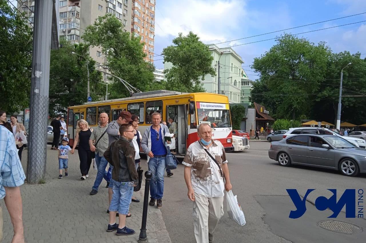 Пятничные пробки: на 5-й и 9-й станциях Фонтана встали трамваи (фото) «фото»