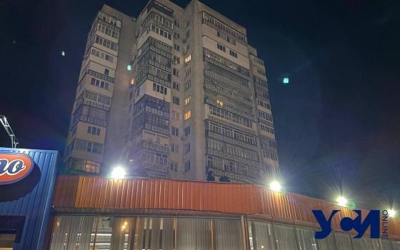 На Таирова с балкона на 10 этаже выпал мужчина (фото) «фото»