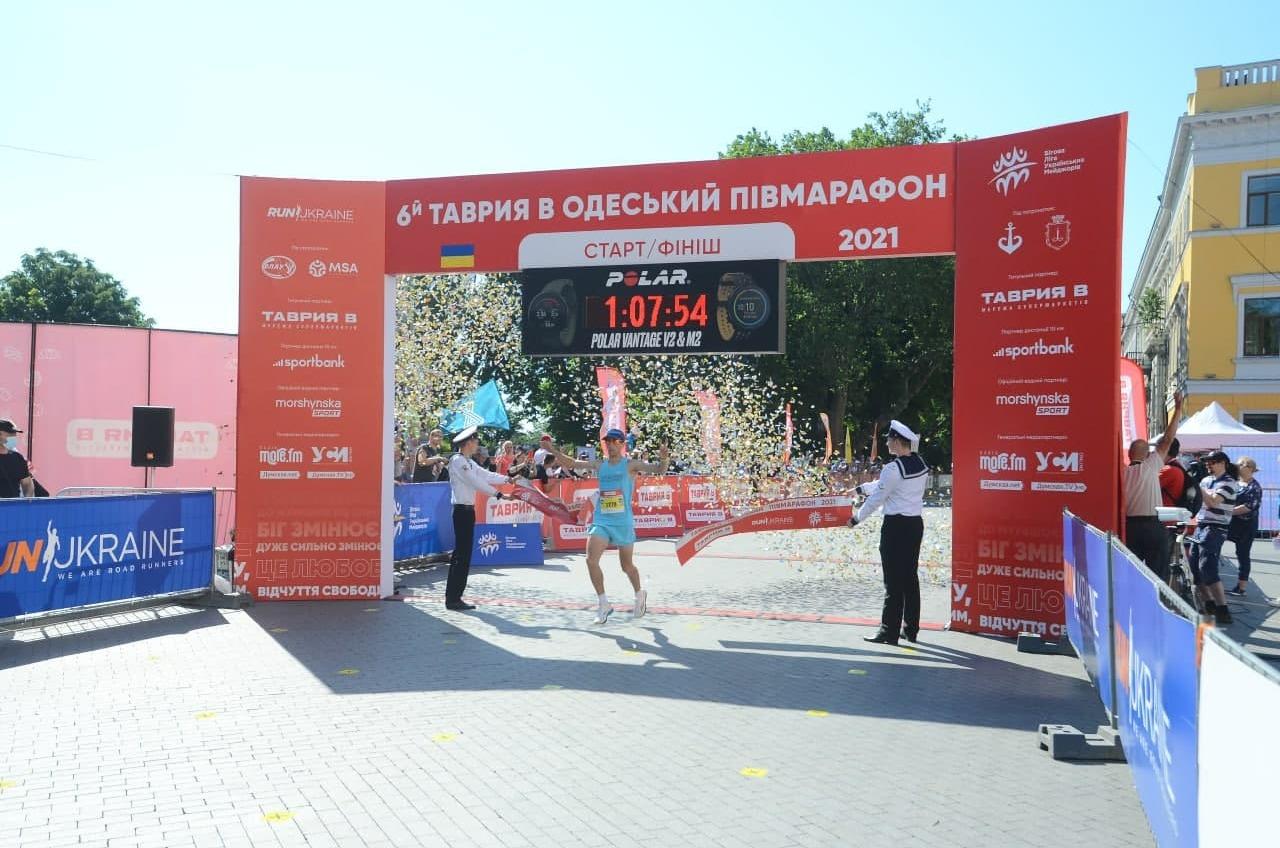 Добегались: в Одессе определились победители полумарафона (фото) «фото»