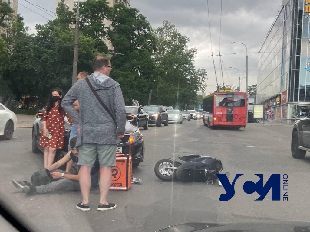На Черняховского сбили мопедиста: образовалась пробка (фото) «фото»