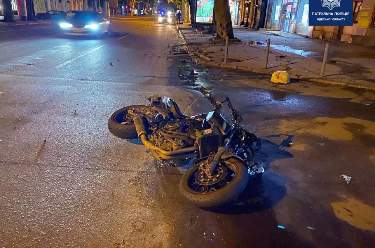 Ночью на Ришельевской в аварии пострадал мотоциклист (фото) «фото»