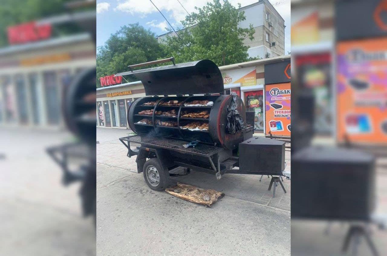 Полицию просят убрать с улиц Одессы незаконные гриль-конструкции (фото) «фото»