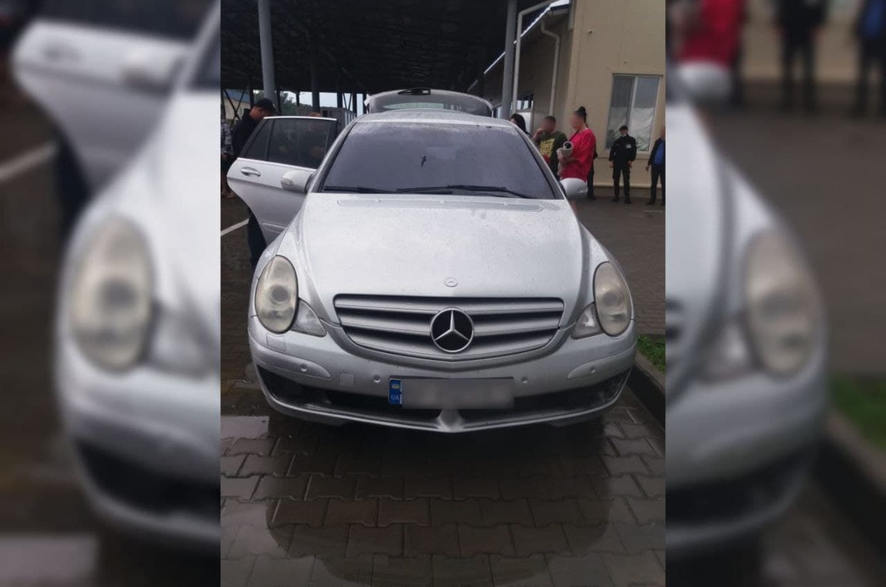 На румынской границе задержали Mercedes, который искал Интерпол (фото) «фото»