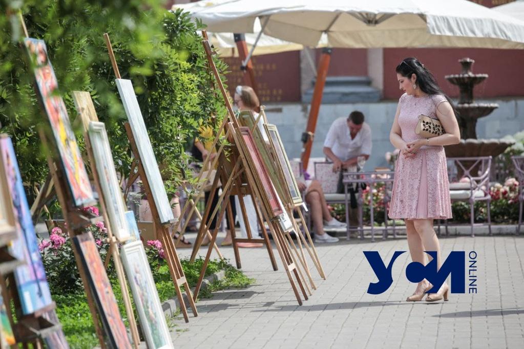 Вернисаж возле Оперного: одесситы могут гулять, любуясь картинами (фото, аудио) «фото»
