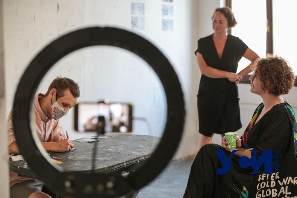 «Альтернативные гривни»: художник Давид Чичкан провел перформанс в Одессе (фото) «фото»