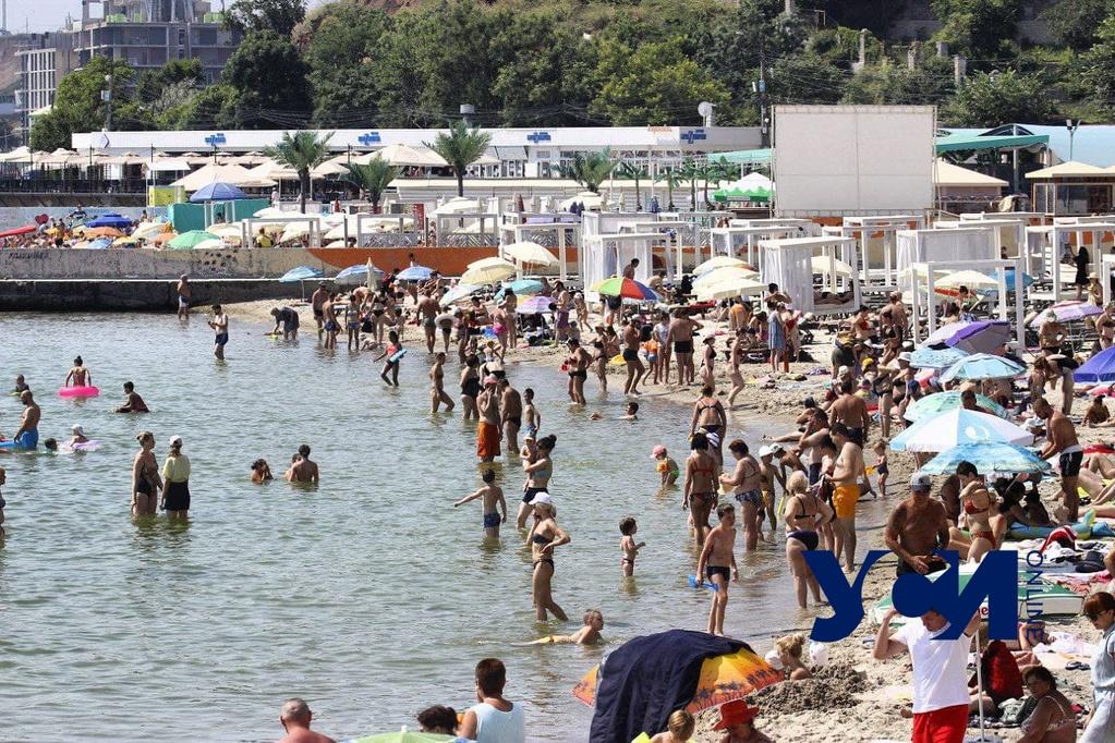 Одесситам рассказали, как избежать теплового удара и где найти медпункты на пляжах «фото»