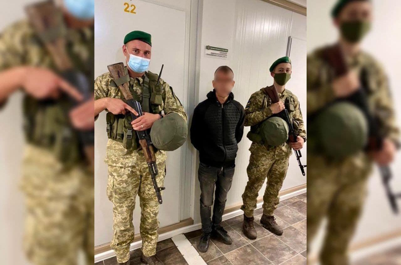 В районе Южного пограничники задержали иностранца, который пытался нелегально уплыть в Англию «фото»